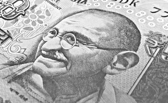 10 lines about mahatma gandhi in hindi